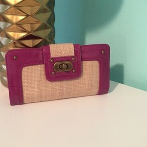 Straw and patent leather wallet